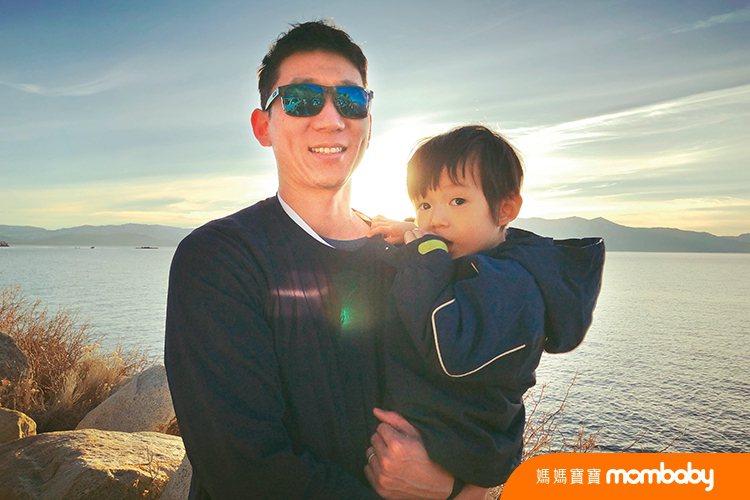 Tony甘願隱身自己,成為家庭的最強後盾。圖/媽媽寶寶雜誌提供