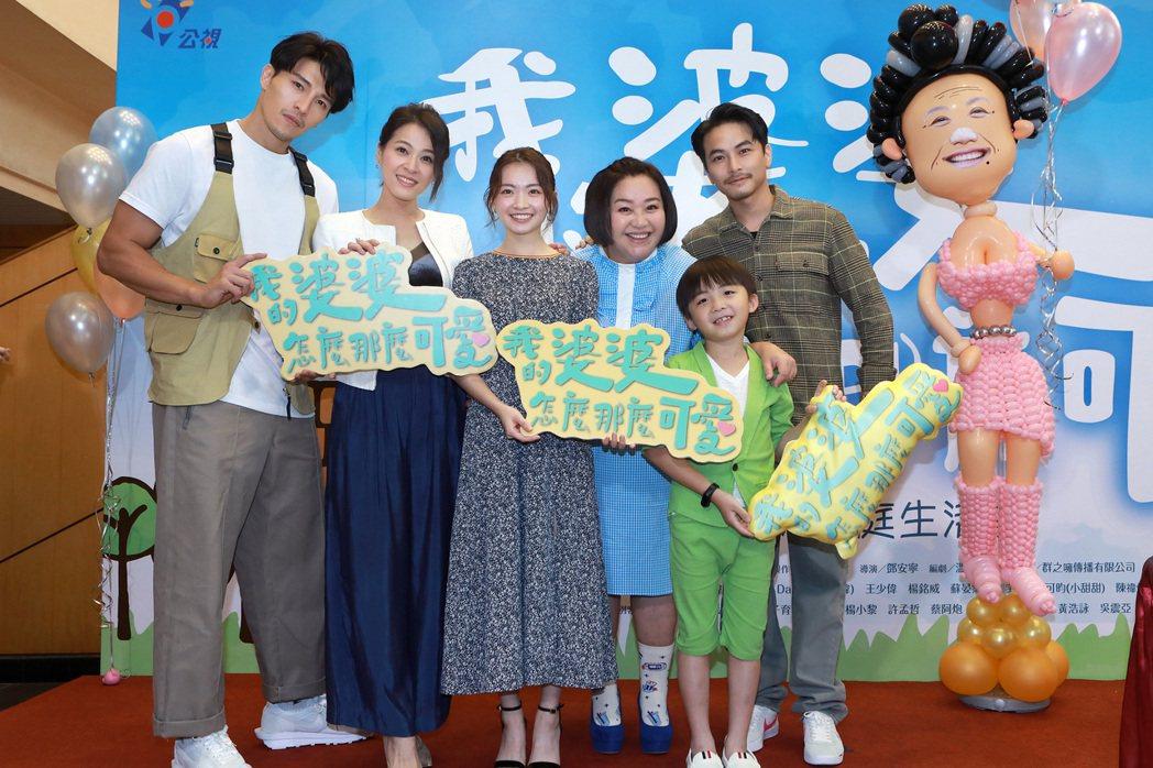陳禕倫(左起)、蘇晏霈、詹宛儒、鍾欣凌、王宥謙、楊銘威出席慶功。圖/公視提供