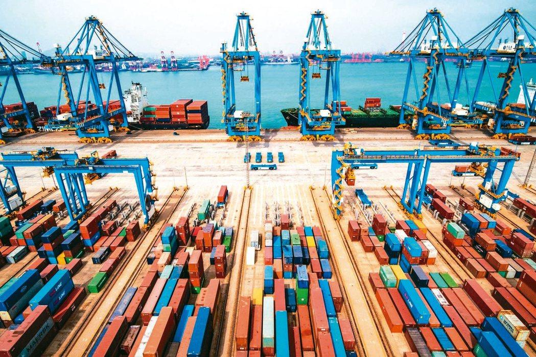 大陸「出口熱、進口冷」,使得7月貿易順差623.3億美元,較上月擴大約159億美...