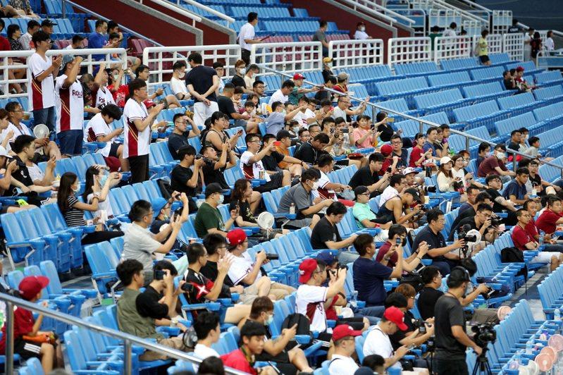 中職有機會於本周末在台中洲際球場、新莊球場賽事,迎接第3000萬人次入場。 聯合報系資料照