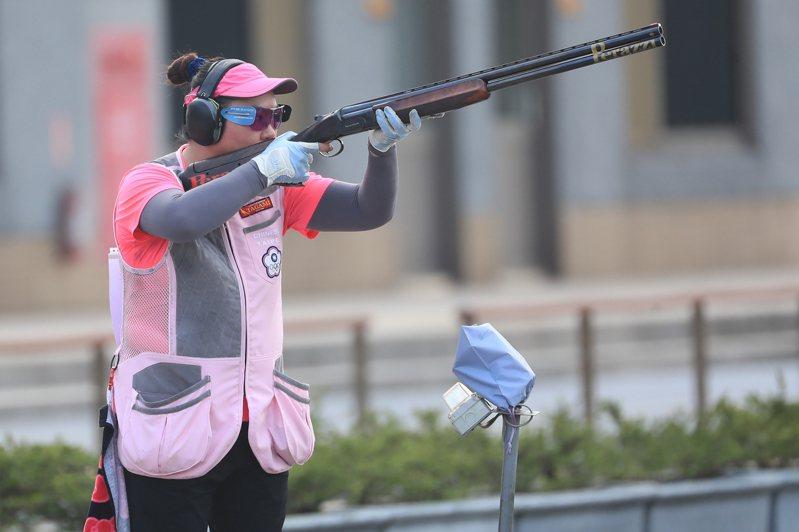 模擬東京奧運對抗賽8日在桃園公西靶場進行射擊不定向飛靶決賽,女子好手林怡君勇奪第一。 中央社