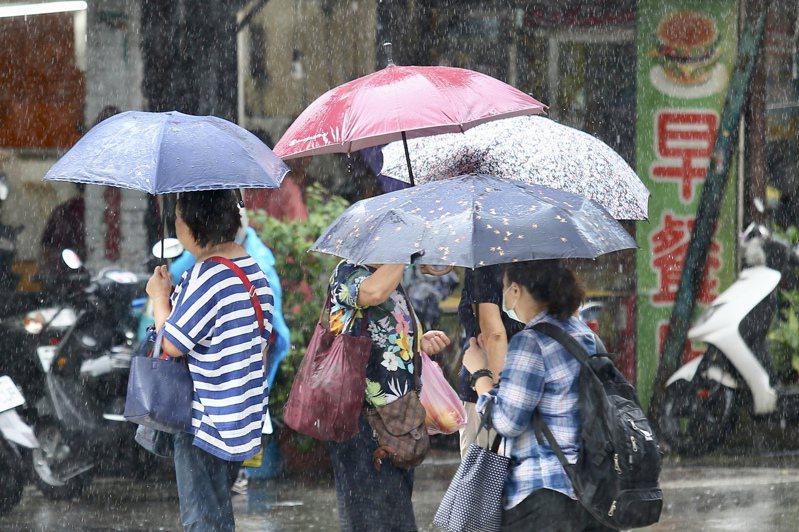 中央氣象局針對中南部8縣市發布大雨特報。聯合報系資料照片/記者林伯東攝影