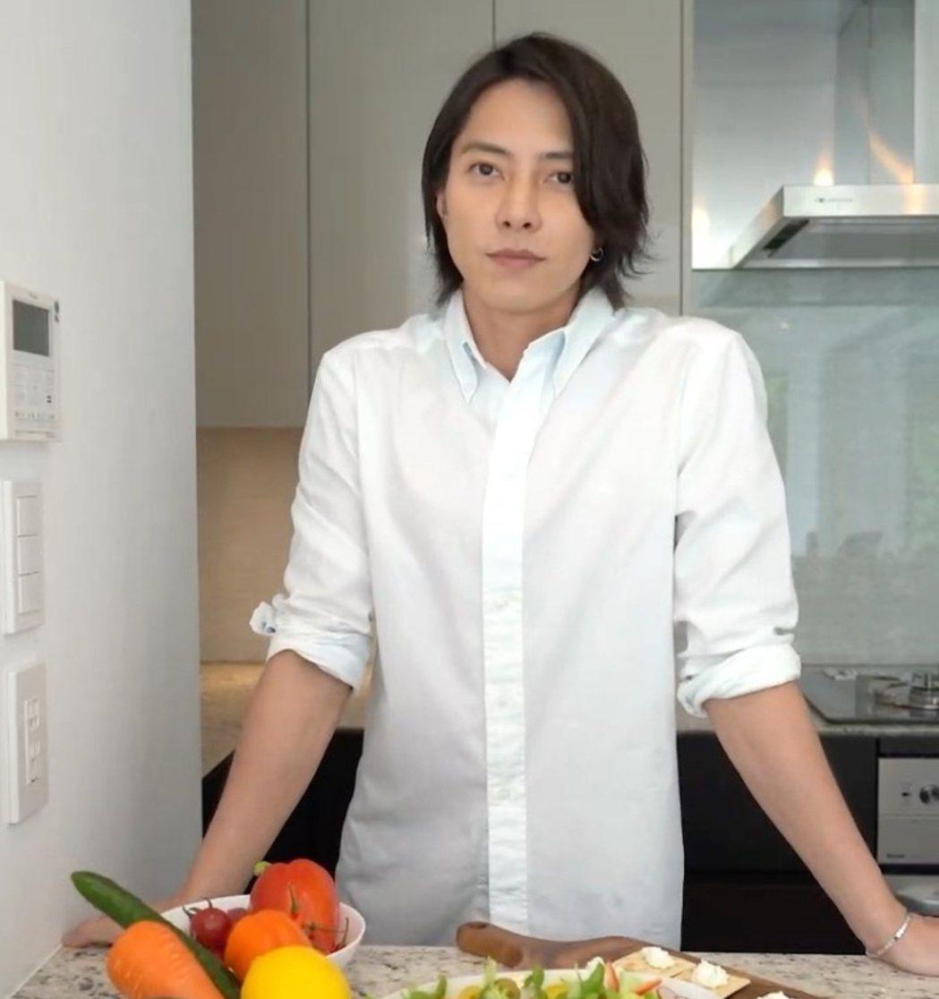 35歲的山下智久擁有大批女粉。圖/摘自IG
