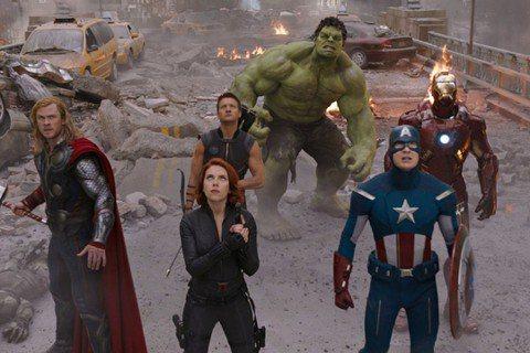 漫威影業布局多年,並於2012年推出的「復仇者聯盟」首度集結6大英雄,票房也開出紅盤,首度突破10億美金,並開始描繪後續的真正恐怖敵人「薩諾斯」,帶出接下來的漫威電影,然則根據DMG娛樂集團前總裁爆...