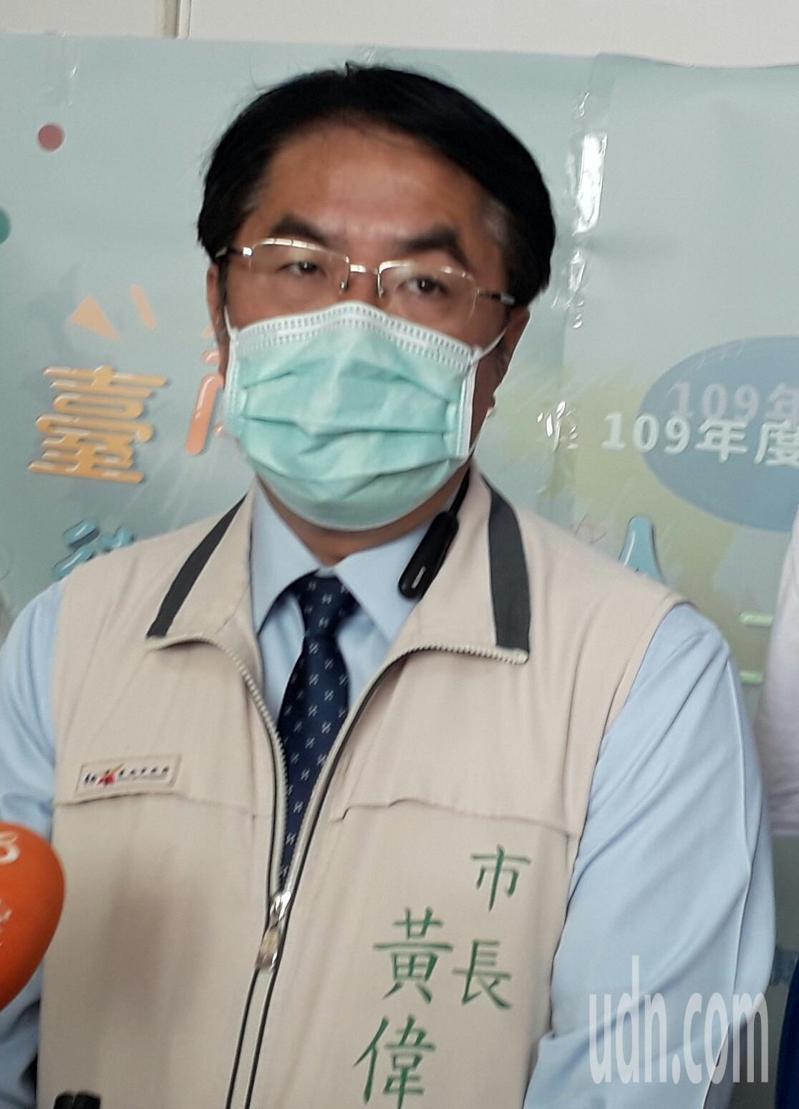 陸生爭議台南市長黃偉哲認為是兩岸問題,不能歸責台灣,只要能遵守檢疫規範,政府也能因應,他對陸生來台持開放態度。記者周宗禎/攝影