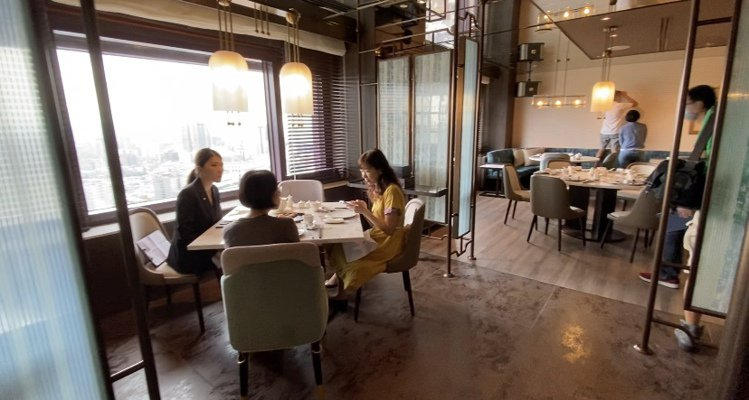 小吃區同樣擁有高樓層的寬闊視野。記者羅建怡/攝影