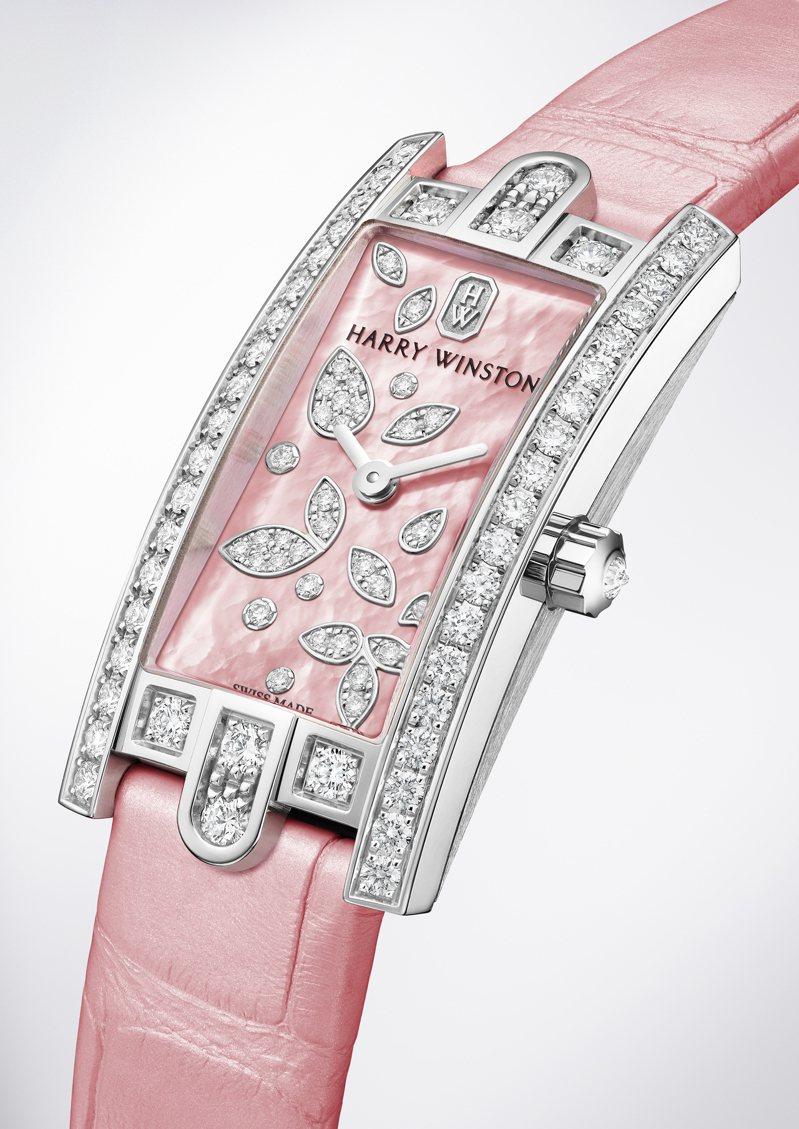 Harry Winston,第五大道Avenue C™ Mini系列Lily Cluster腕表,長方形的表面宛如花園般、枝葉繁盛綻放。價格店洽。圖 / Harry Winston提供。