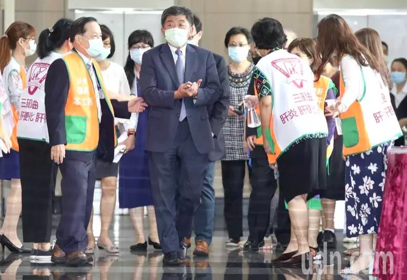 台灣一直被視為肝病王國,衛福部部長陳時中今出席肝基會26周年活動致詞表示,預計今...