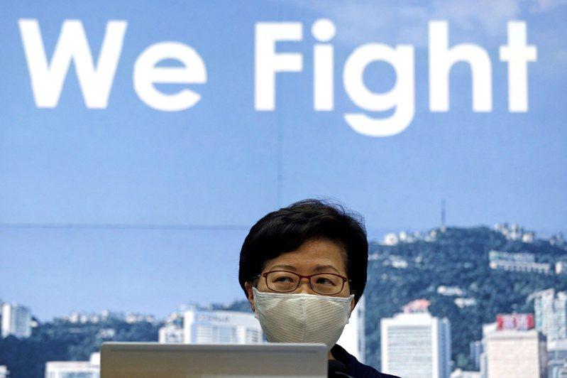香港特區行政長官林鄭月娥稱,她代表被制裁的官員表示,維護國家安全是榮譽的任務。美聯社