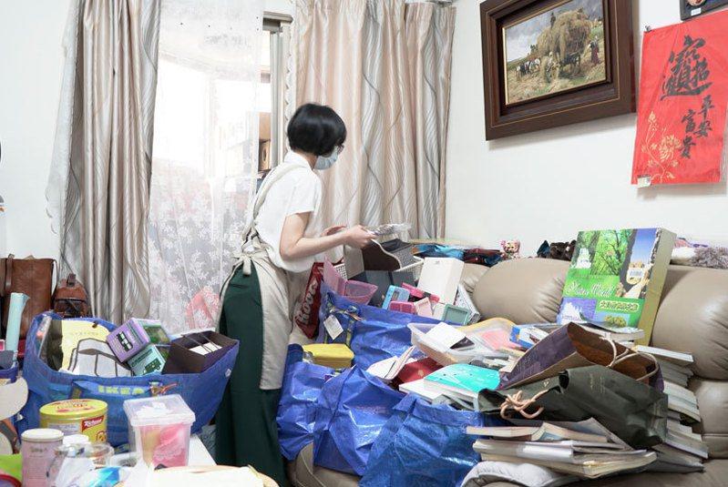 居家整理職業及斷捨離風氣,近年才逐漸在台灣盛行,多數人仍無法接受花錢找人來幫忙丟東西。圖/居家整聊室提供