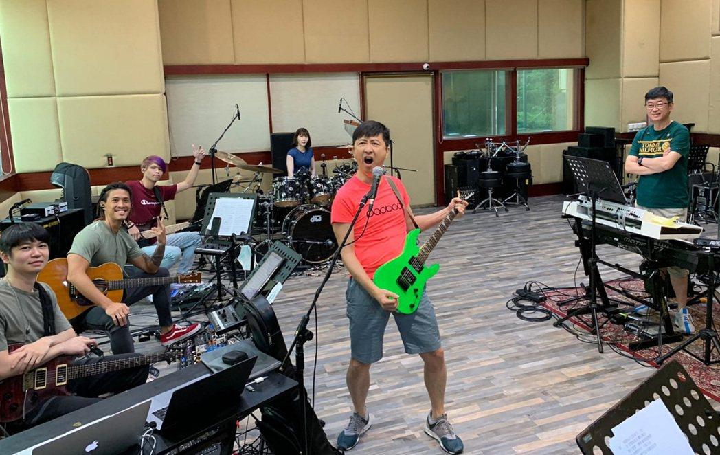 庾澄慶暌為多年為「PChome 狂禮88小巨蛋演唱會」再返小巨蛋舞台。圖/摘自臉