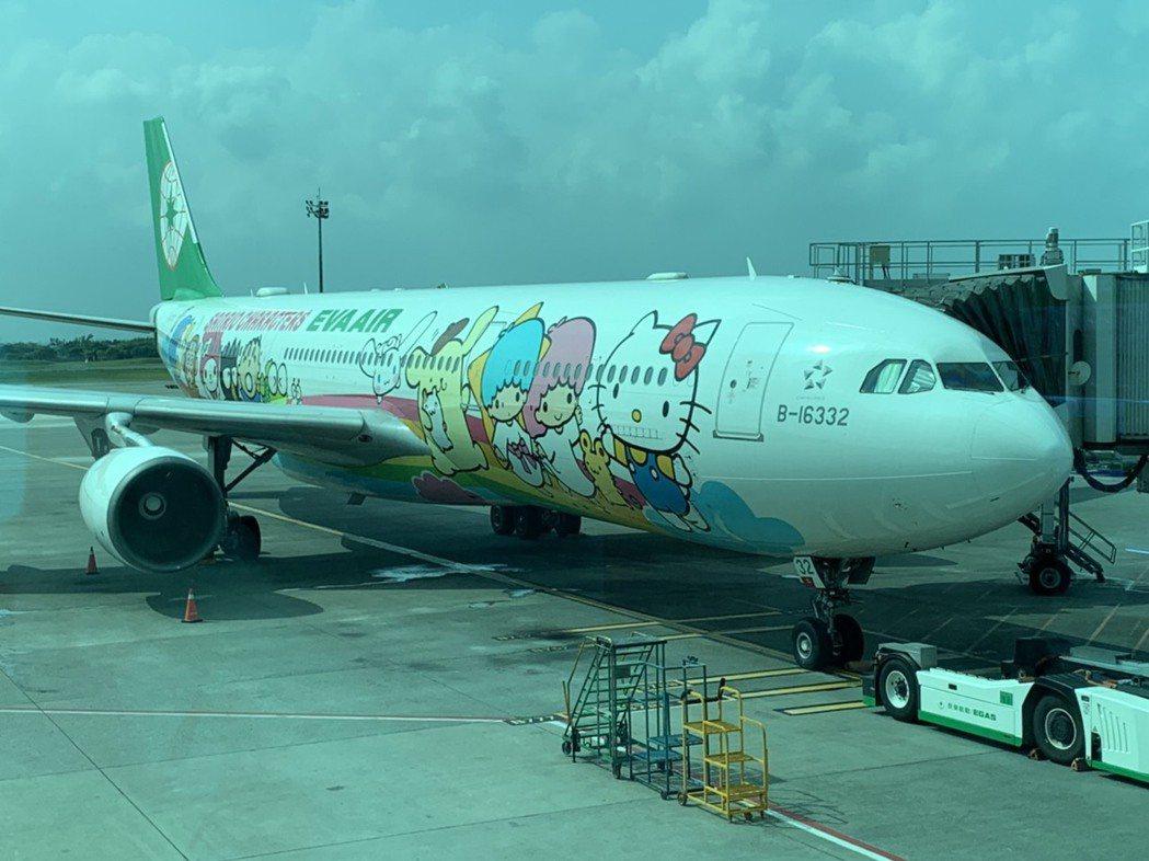 長榮航空類出國專案航班派出空中巴士A330-300型Hello Kitty夢想機...
