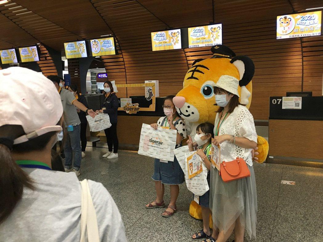 由台灣虎航與KKday獨家合作於暑假期間限時限量推出的「台灣虎航航空體驗營」,首...