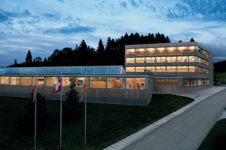 百年靈的機芯廠正位於瑞士鐘表重鎮拉紹德封(La Chaux-de-Fonds),...