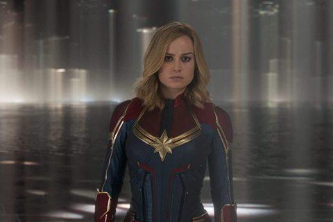 漫威超級英雄片在「黑寡婦」思嘉莉約翰森即將功成身退後,還有「緋紅女巫」伊莉莎白歐森與「驚奇隊長」布麗拉森這兩朵花,尤其後者被傳將是下一階段超級英雄組合中的領袖,但由於漫威打算採「眾星拱月」的方式,讓...