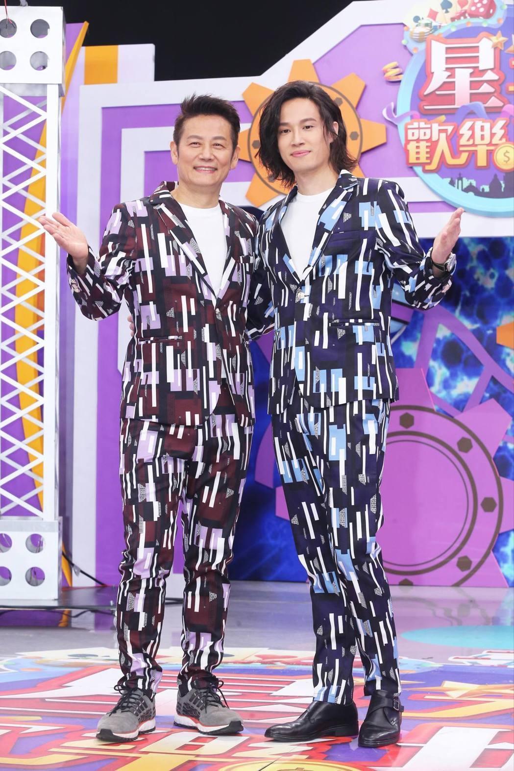 徐新洋(右)高大帥氣,和老爸徐乃麟站在一起毫不遜色。圖/本報資料照