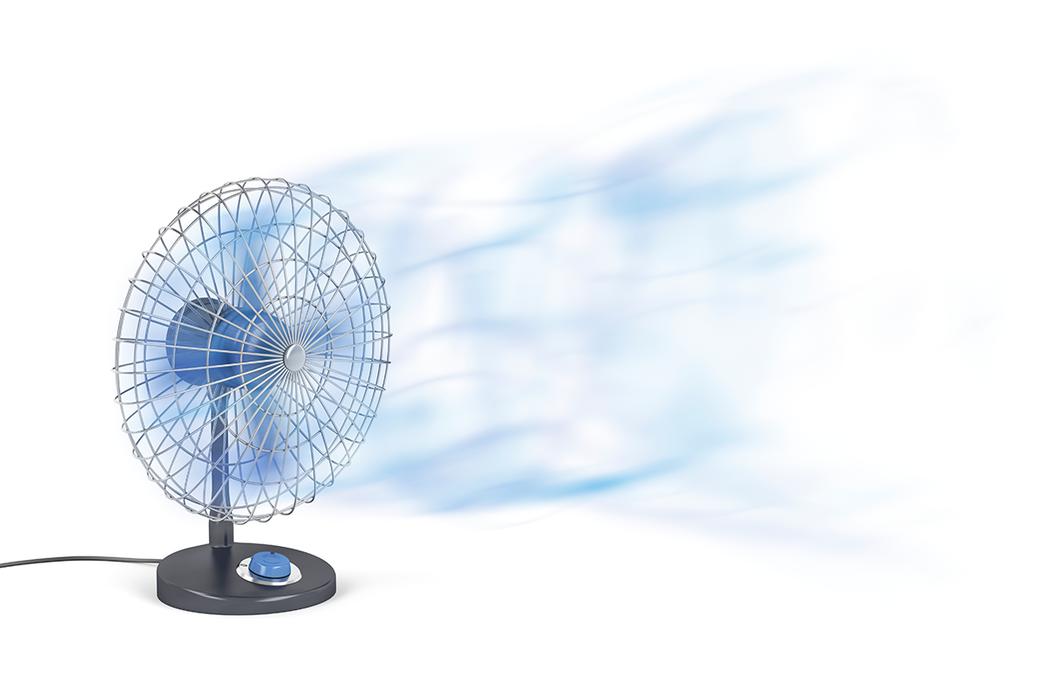 一整夜運作的電風扇,會增加隱形眼鏡配戴者的不適感和乾眼症問題。 圖/ingima...