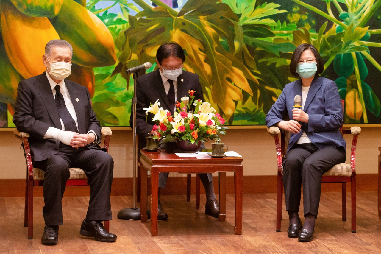 日本前首相森喜朗會見蔡英文 送禮讓人會心一笑