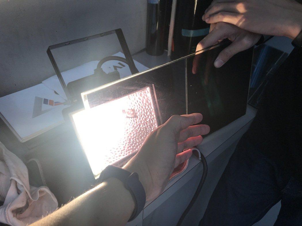 一般市售隔熱紙與格菱威GT系列熱感比較中。 圖/Dauglas Yang提供