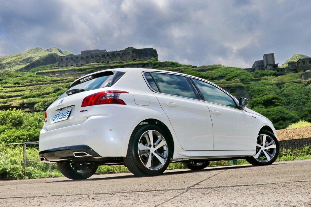 即便推出至今已經7年後,Peugeot 308看起來依然帥勁依舊。 記者陳威任/...