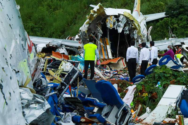 印度一架撤僑專機7日降落克勒拉省機場時發生墜機意外,至今已有18人死亡、172人正在醫院救治。 法新社
