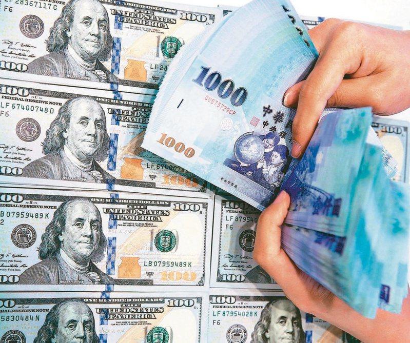 中央銀行日前公布我國7月底外匯存底為4961.71億美元,續創歷史新高,其中外資持有約占比達99.7%。圖/聯合報系資料照片