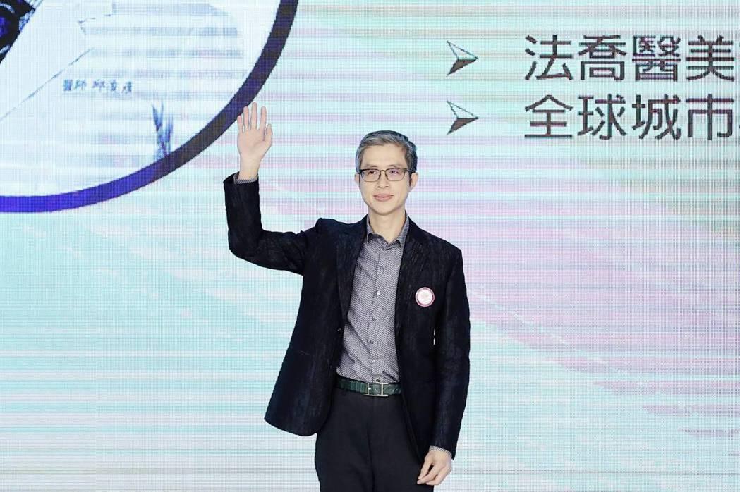 邱浚彥擔任選美評審多年,對美的定義有獨到見解。圖/全球城市形象大使選拔協會提供