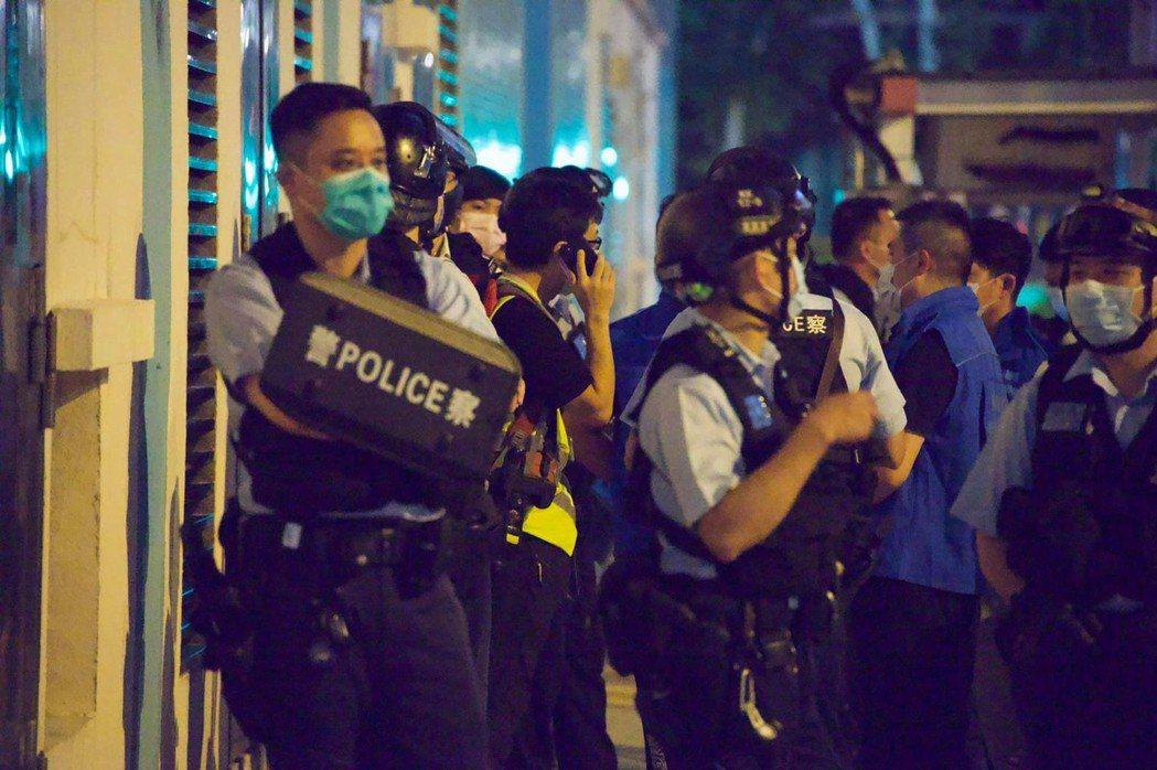 香港將軍澳昨晚有人聚集,24人涉違限聚令。(取自立場新聞)
