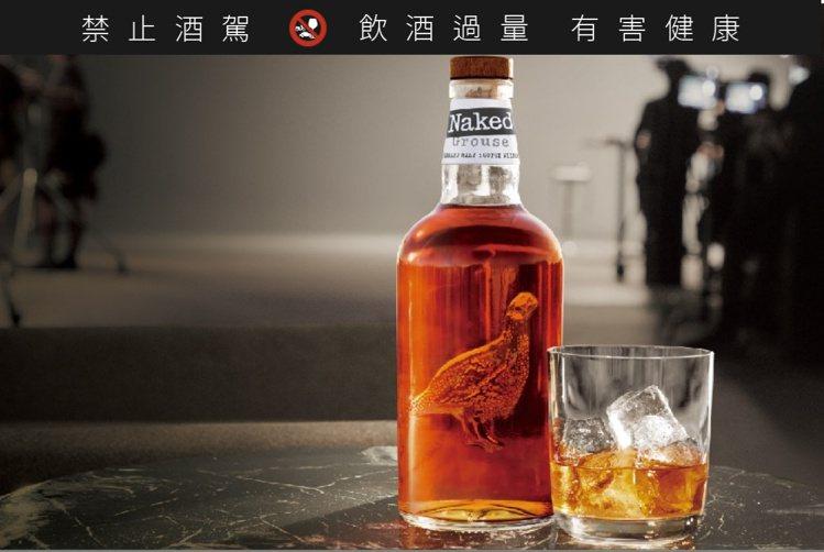加冰(On the rocks)是經常在電影裡看到的威士忌喝法。圖/台灣愛丁頓提...