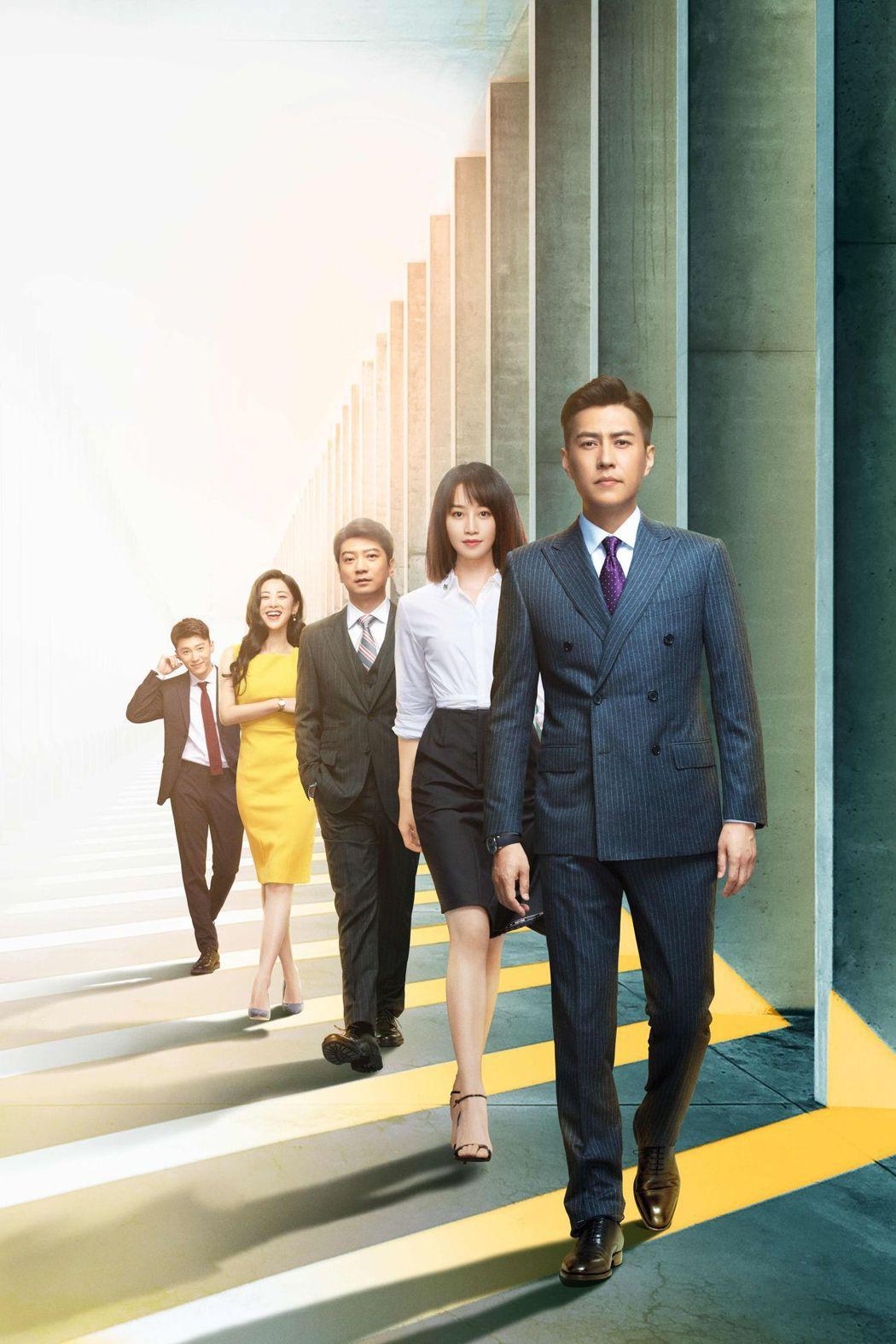 靳東(前起)、藍盈瑩、田雨、朱珠、代旭演出「精英律師」。圖/中天娛樂台提供