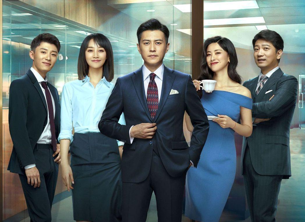 田雨(右起)、朱珠、靳東、藍盈瑩、代旭演出「精英律師」。圖/中天娛樂台提供