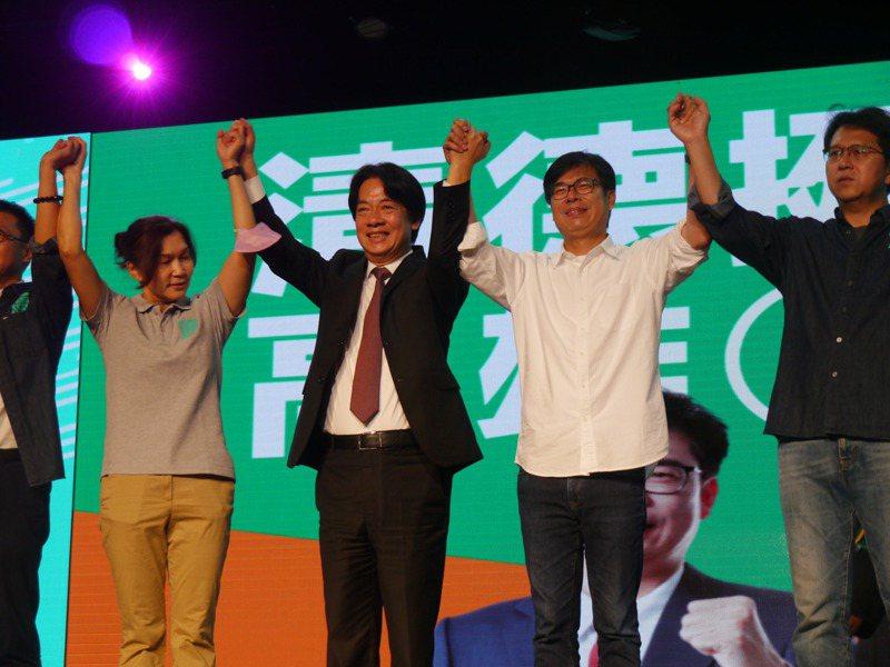 民進黨高雄市長候選人陳其邁今天下午舉辦「高雄大邁進」造勢會,副總統賴清德(右三)站台並強力替陳其邁催票。記者徐白櫻/攝影