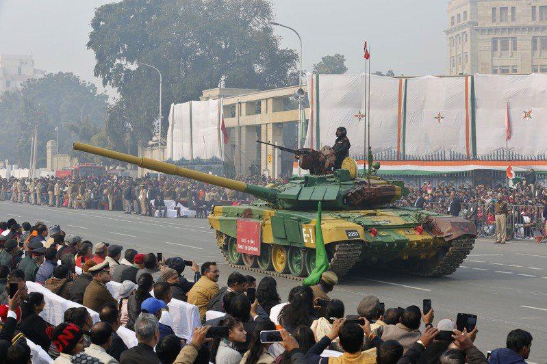 印度國防部長辛赫9日表示,武器進口禁令將確保國內軍備供應商在未來六至七年取得價值530億美元的國防合約。美聯社