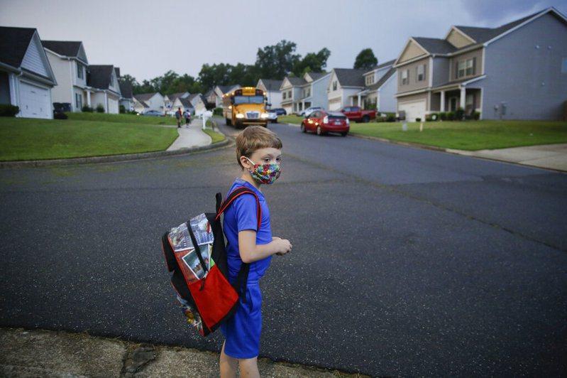 開學季即將到來是美國疫情的一大隱憂。 美聯社