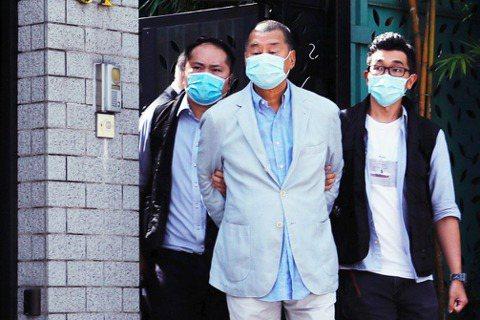 香港《蘋果日報》表示,被港警逮捕的「已知7人」,全都是黎智英的親信或是香港壹傳媒...