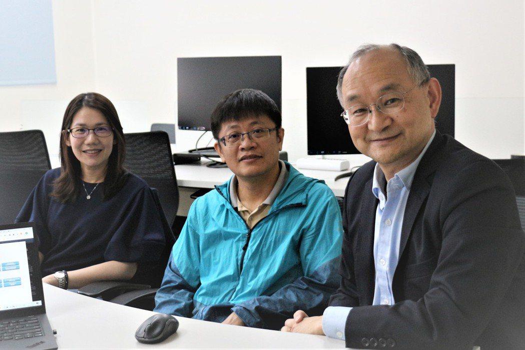優利佳金融科技創辦人張華平(右起)及技術總監劉鴻儐博士、林晏如博士
