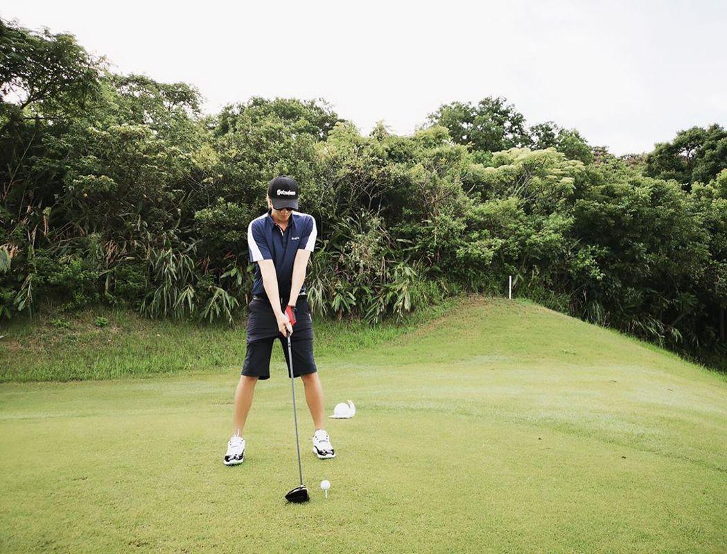 羅志祥最近開始打起高爾夫球。 圖/擷自羅志祥IG