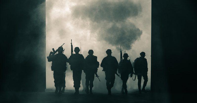 網友在大霧中看到黑影,這個回憶讓他永生難忘。 示意圖/ingimage