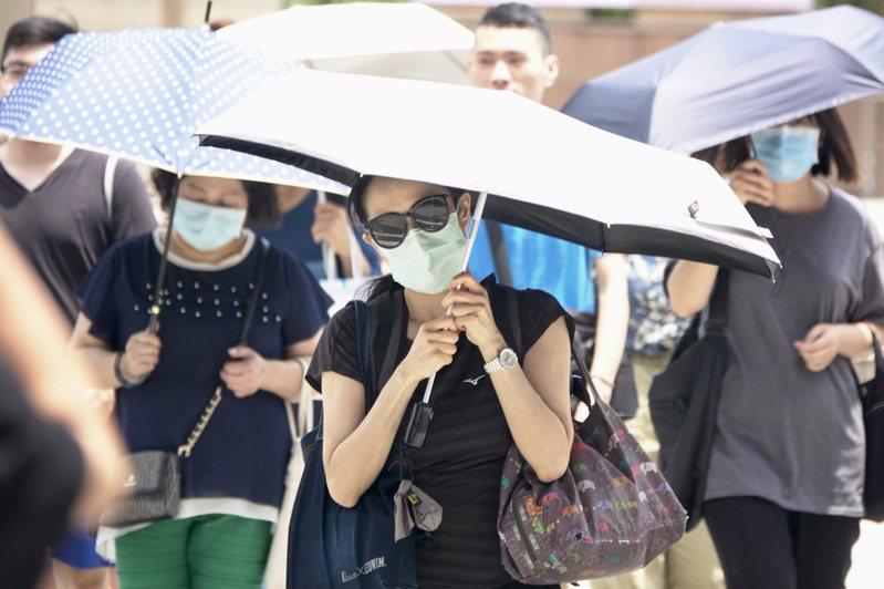 中央氣象局針對18縣市發布豪雨、大雨特報。報系資料照/記者林伯東攝影