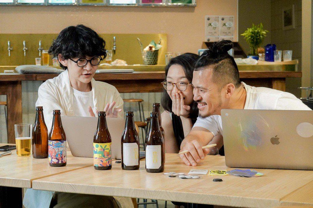 OOO與「酉鬼啤酒 UGLY HALF BEER」合釀一支夏日限定啤酒,酒體帶柑...