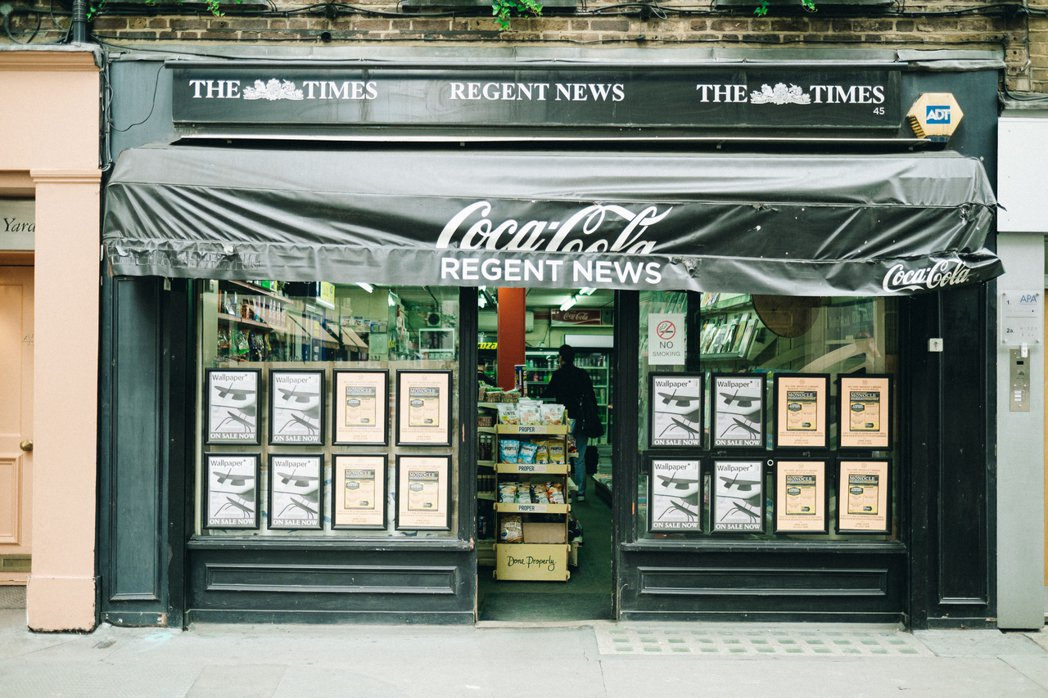 有一種 Corner Shop 以販售報紙雜誌為主,所以又稱為 newsagen...