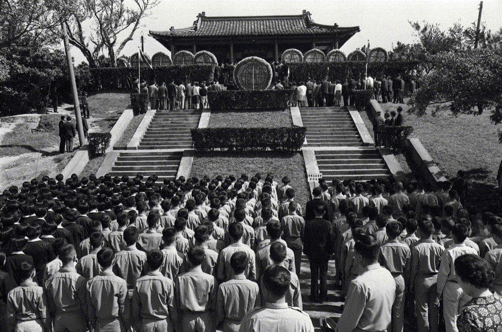 1970年,千餘人在圓山太原五百完人塚舉行公祭。 圖/聯合報系資料照