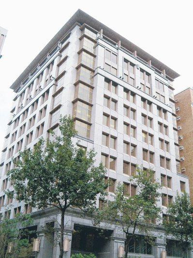 保德信人壽南京東路總部大樓。本報資料照片