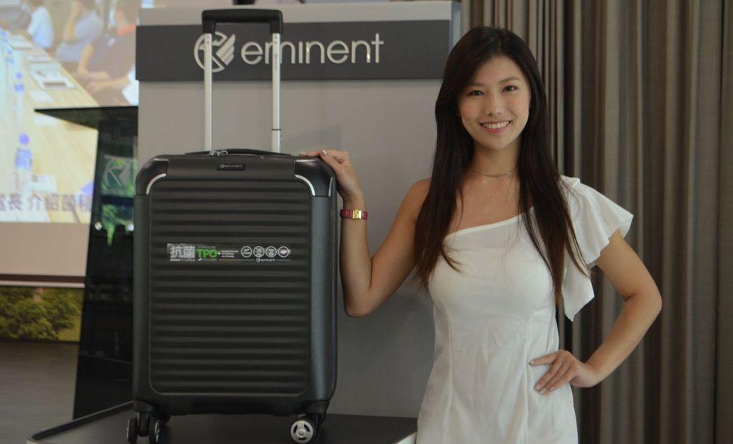 「抗菌行李箱」讓旅人可以安心進行防疫健康遊。  陳慧明 攝影
