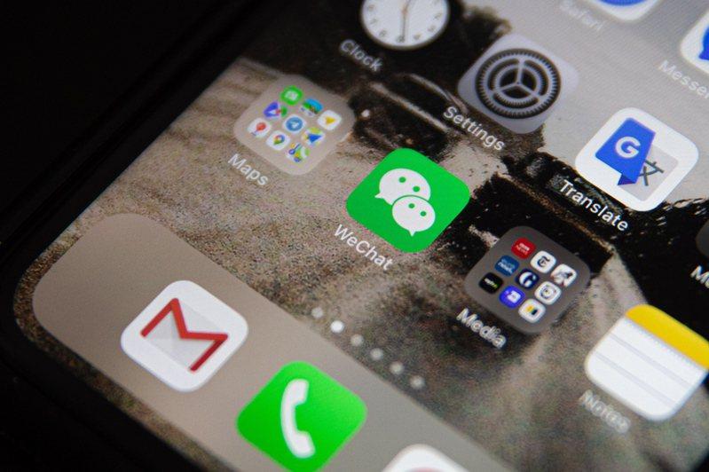 知名蘋果供應鏈分析師郭明錤昨(9)日表示,若美國政府封殺微信,蘋果移除全球App Store上的微信,將影響中國市場的出貨量,iPhone出貨恐下修25~30%。 歐新社