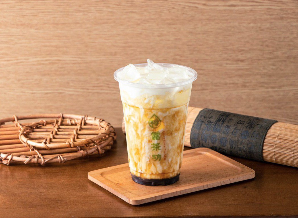 桂花黑糖鮮奶,不同於一般世俗的黑糖鮮奶,六甲鮮乳香濃的口感搭配清新的桂花,香氣慢...
