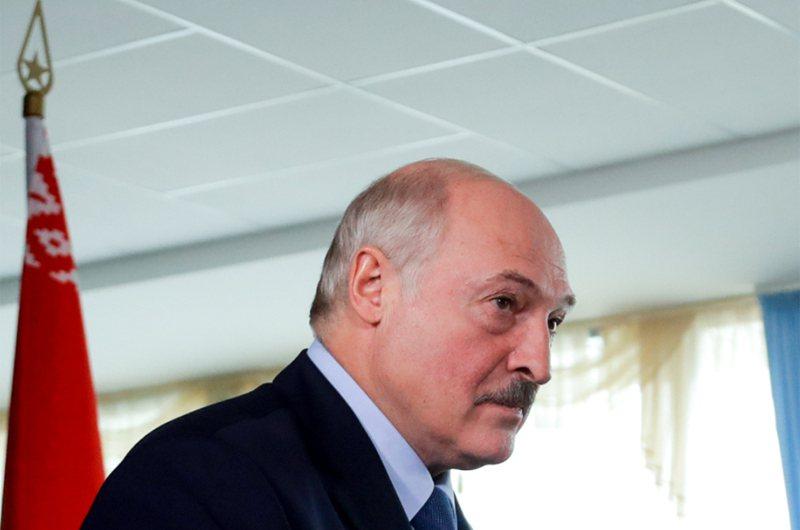 白俄羅斯總統大選,官方出口民調顯示,尋求第6個任期的強人總統魯卡申柯,奪得近八成選票。 美聯社