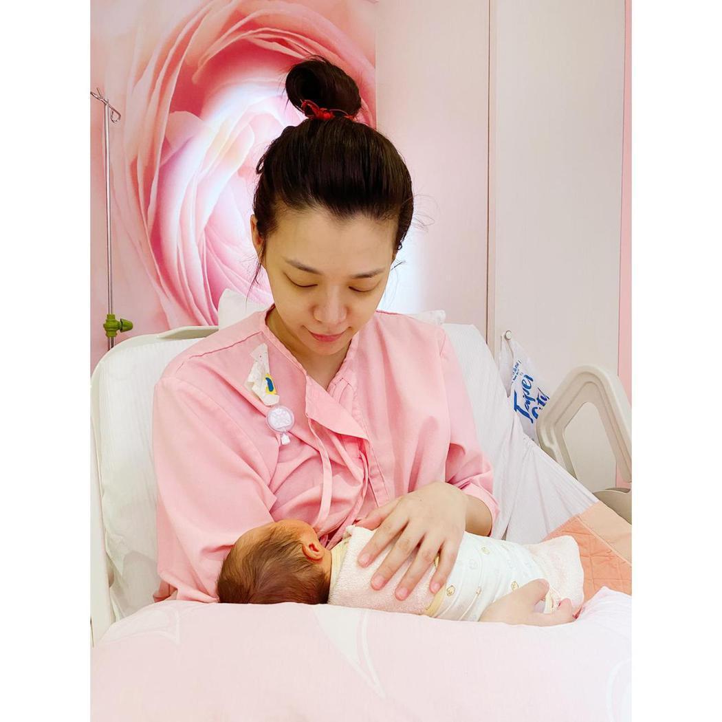 王思平產下女兒。圖/日出工作室提供