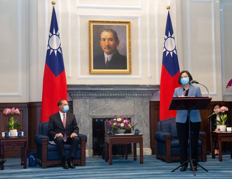 美國衛生部長阿查爾率團訪台,蔡英文總統上午在總統府接見。中央社