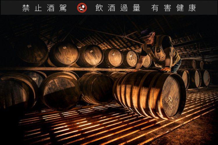 橡木桶是讓威士忌更加美麗動人的化妝師,更是影響威士忌風味的關鍵元素之一。圖/麥卡...